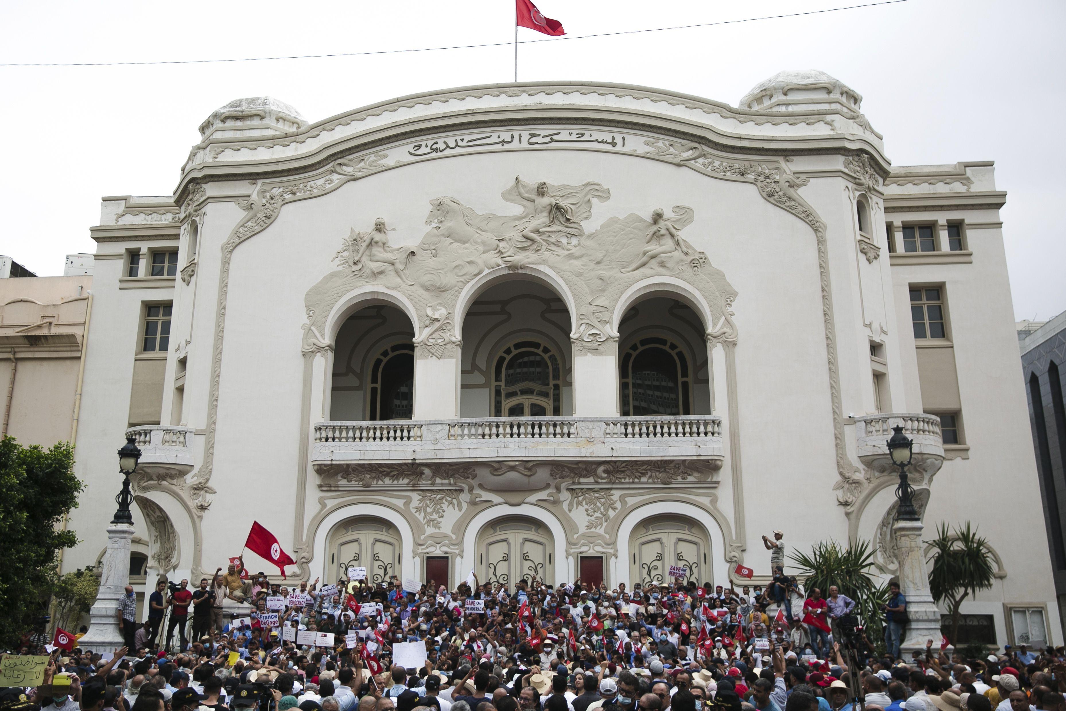 chocan opositores y partidarios del presidente de tunez