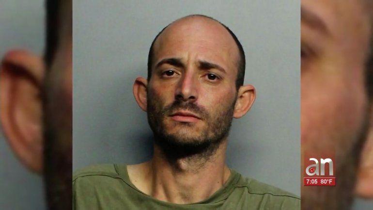 Ladrón entra a una casa de Miami a robar y termina comiéndose un plato de arroz congri