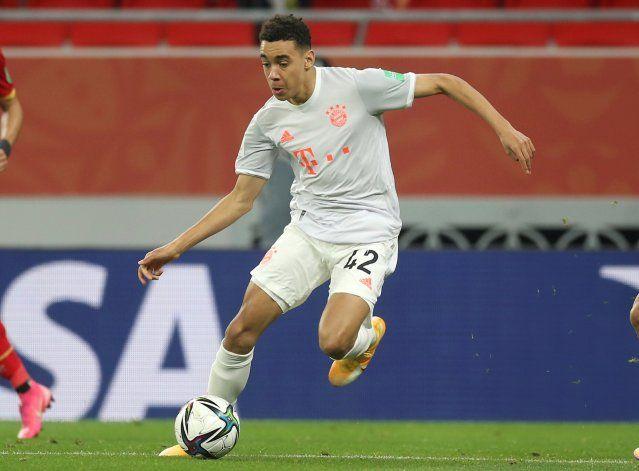 Musiala firma su 1er contrato profesional, con el Bayern