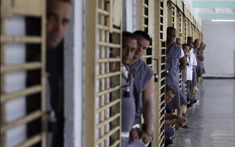 Cuba: En prisión domiciliaria, en espera de juicio y acusados de desorden público