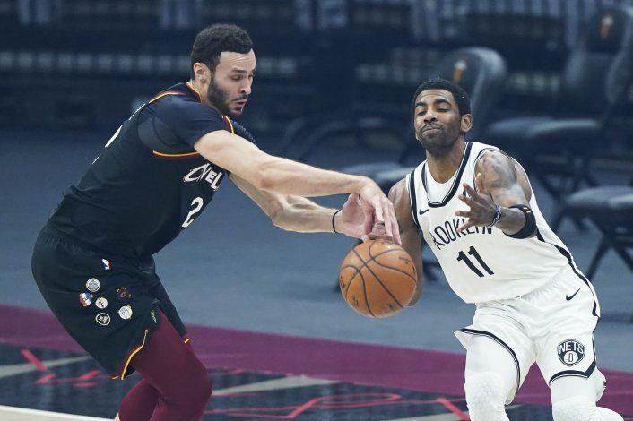 Irving vuelve pero los reforzados Nets caen ante los Cavs