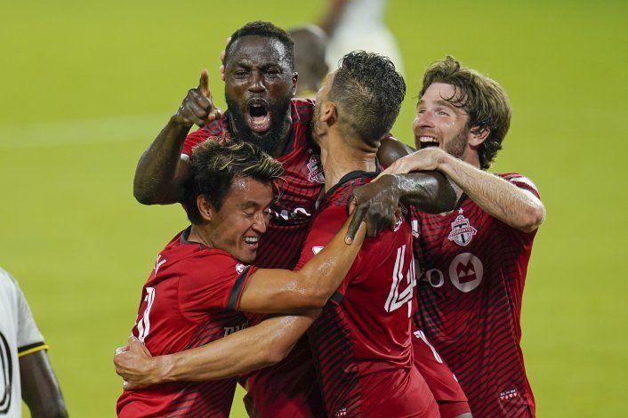 Con goles de Bradley y Altidore, Toronto supera a Columbus