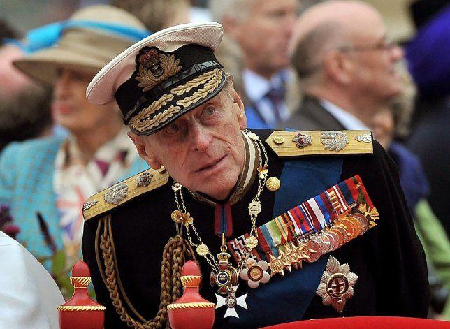 Príncipe Felipe regresa a hospital privado