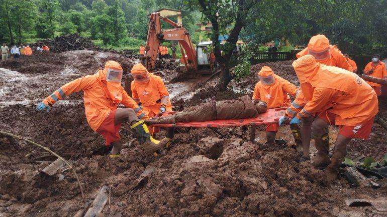 India: 113 muertos en aludes de tierra e inundaciones