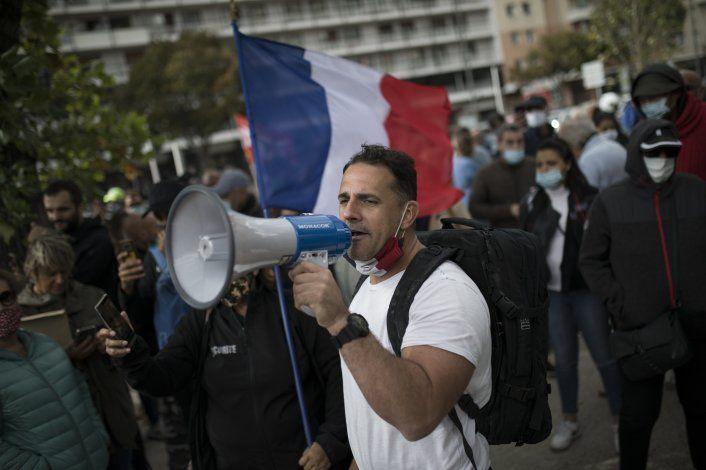 Protestan en Marsella contra cierres ordenados desde París