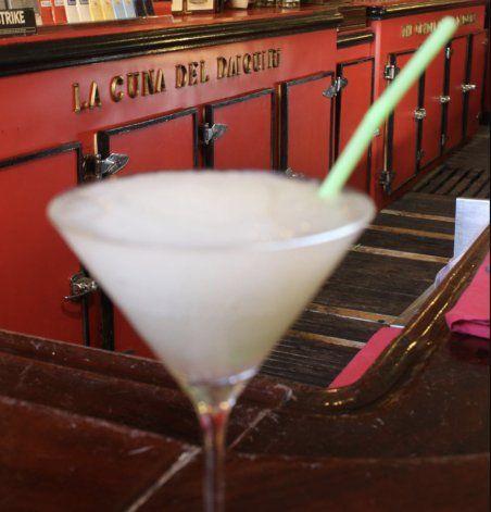 La Cuba del Recuerdo |  La calle Obispo, el daiquirí y una celebración