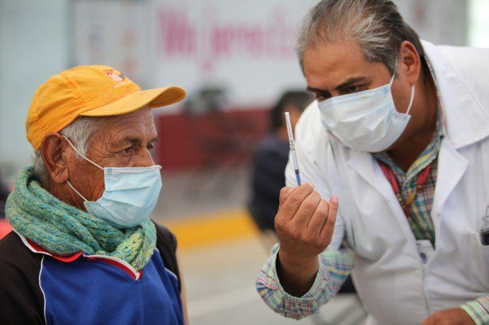 Programa de vacunación en México tiene aciertos y problemas