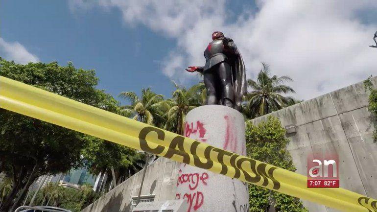 Hispanos de Miami indignados tras el vandalismo a la estatua de Cristobal Colón y Ponce de León