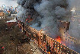 las impresionantes imagenes aereas de un gigantesco incendio que dejo al menos un muerto en san petersburgo