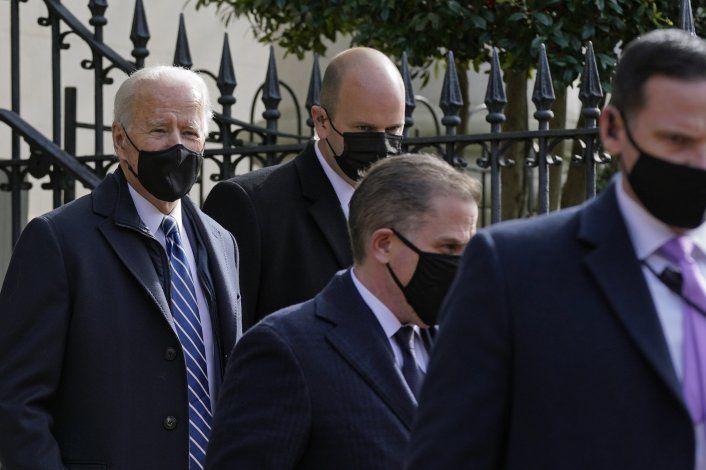Biden volverá a implementar restricciones de viaje por COVID