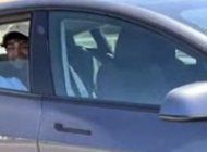 san francisco: un hombre fue arrestado por viajar en la parte trasera de un tesla sin conductor
