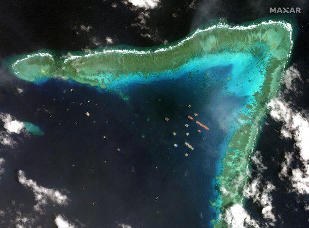 Filipinas exige salida de buques chinos de aguas disputadas