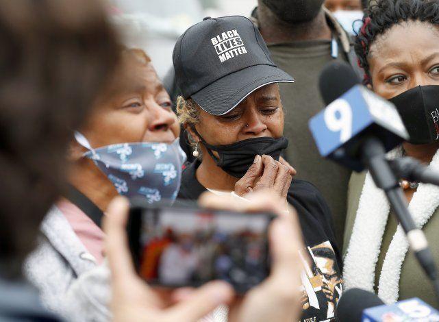 Despiden al policía de Illinois que baleó a una pareja negra