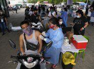 duterte amenza con arrestar a filipinos que rechacen vacuna