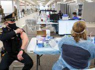 el hospital jackson comenzara a vacunar a maestros, policias y bomberos,  mayores de 50 anos