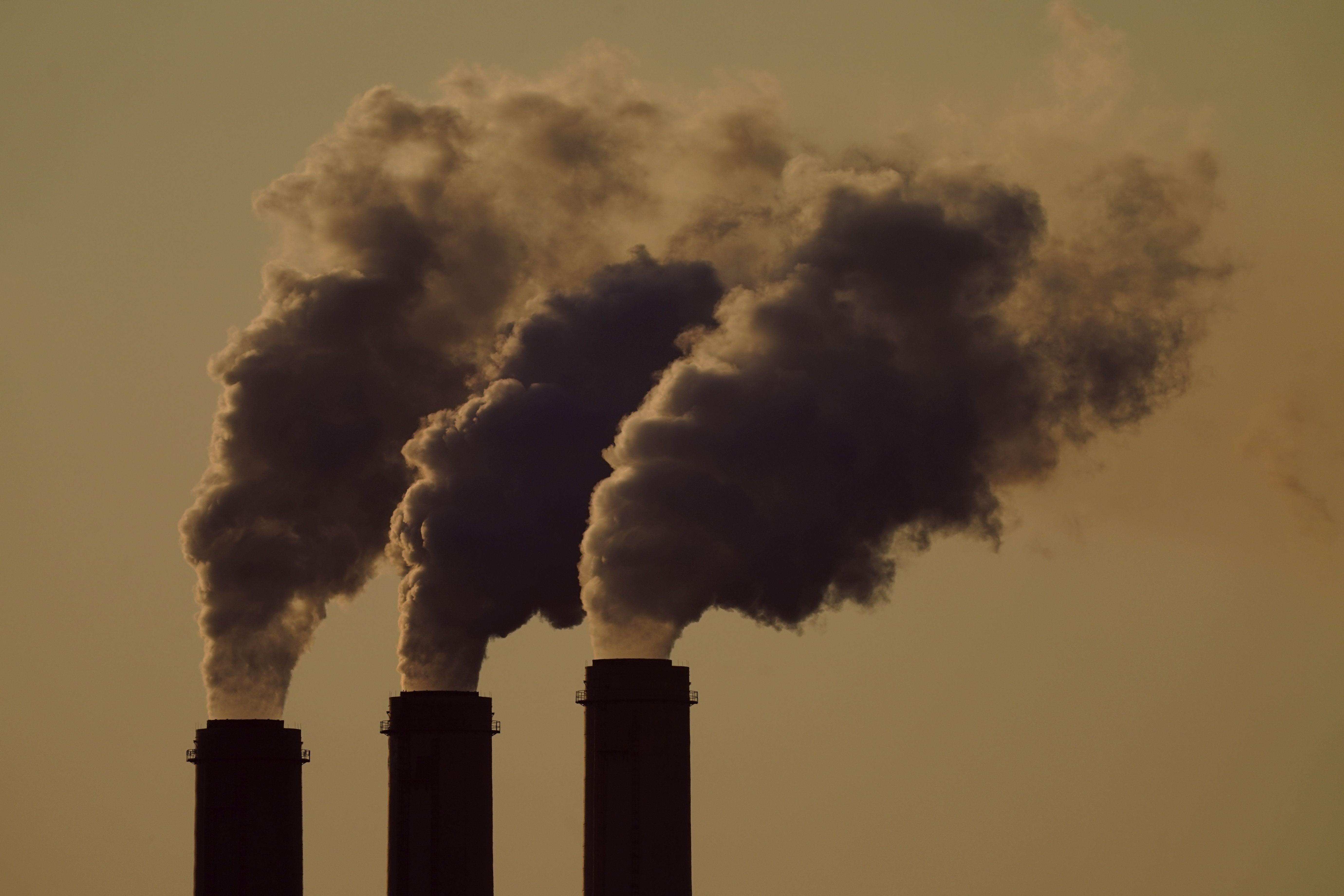 reporte: produccion de combustible rebasa metas climaticas
