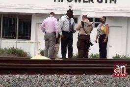 hombre que escapaba de la policia por golpear a su mujer muere atropellado por un tren