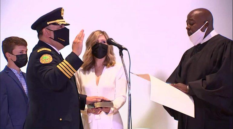 El cubano-americano Art Acevedo juró como jefe de policía de la ciudad de Miami