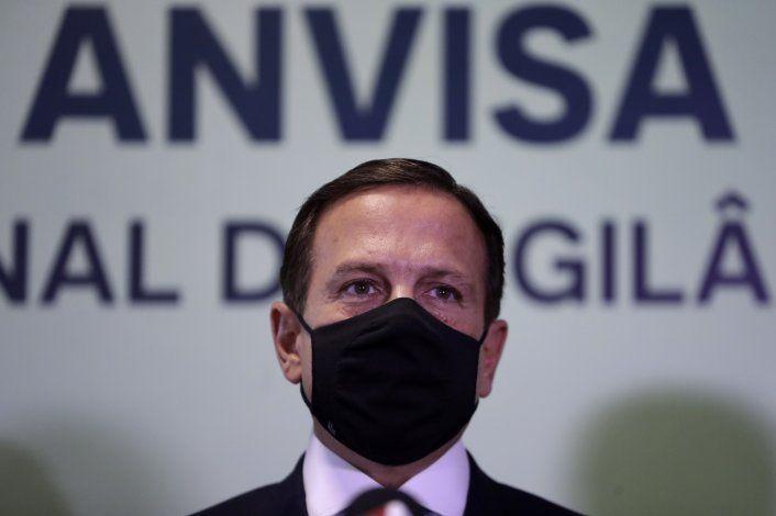Brasil autoriza importar vacuna china que Bolsonaro rechazó