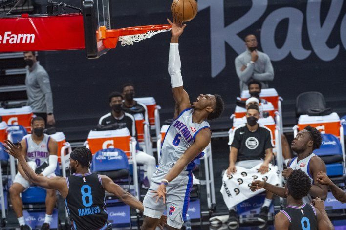Joseph anota 24 y Pistons derrotan a Kings 113-101