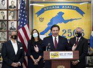 El gobernador de Florida, Ron DeSantis, durante un encuentro con exiliados cubanos. (Archivo)
