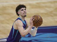 hornets derrotan a magic y estan cerca de minitorneo