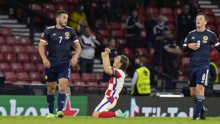 Modric sale al rescate y Croacia avanza a octavos