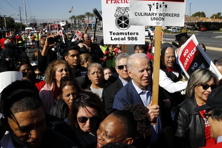 Biden no puede confiarse en apoyo hispano, según activistas
