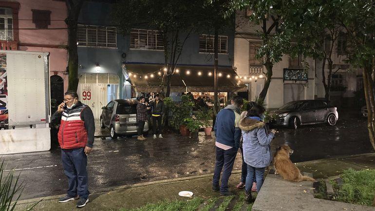 México: Inician labores de limpieza en Acapulco tras sismo