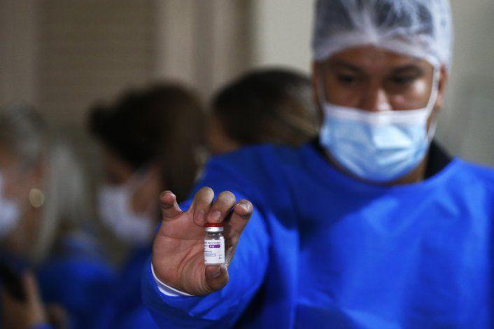 Paraguay suspende vacuna de AstraZeneca a menores de 55