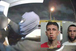 captado en camara  el violento robo a una familia cubana de hialeah en la puerta de su casa
