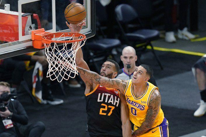 Gobert y Clarkson lideran al Jazz, ganan 114-89 a los Lakers