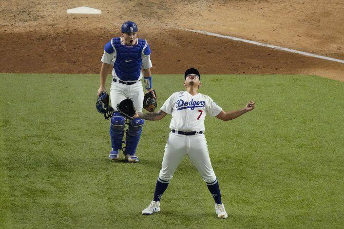 Mexicano Urías será abridor con Dodgers en el 4to partido