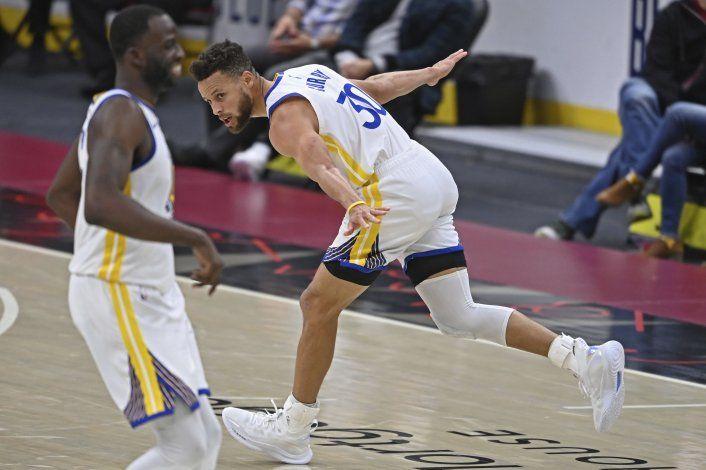 Curry consigue 33 puntos en victoria de Warriors ante Cavs