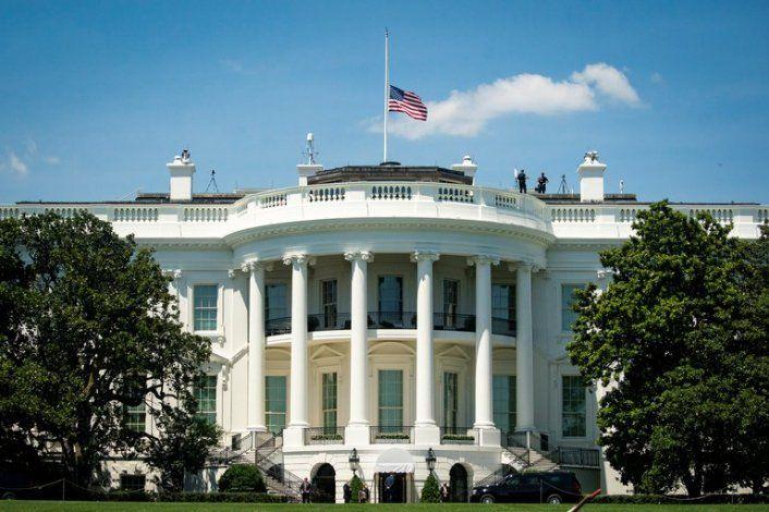 Estados Unidos bajará a media asta las banderas de los edificios federales para honrar al medio millón de muertos por coronavirus
