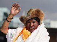 guia sherpa impone record al escalar el everest por 25ta vez