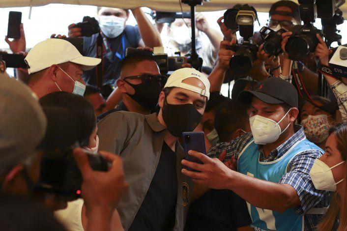Partido de presidente Bukele lidera votación en El Salvador