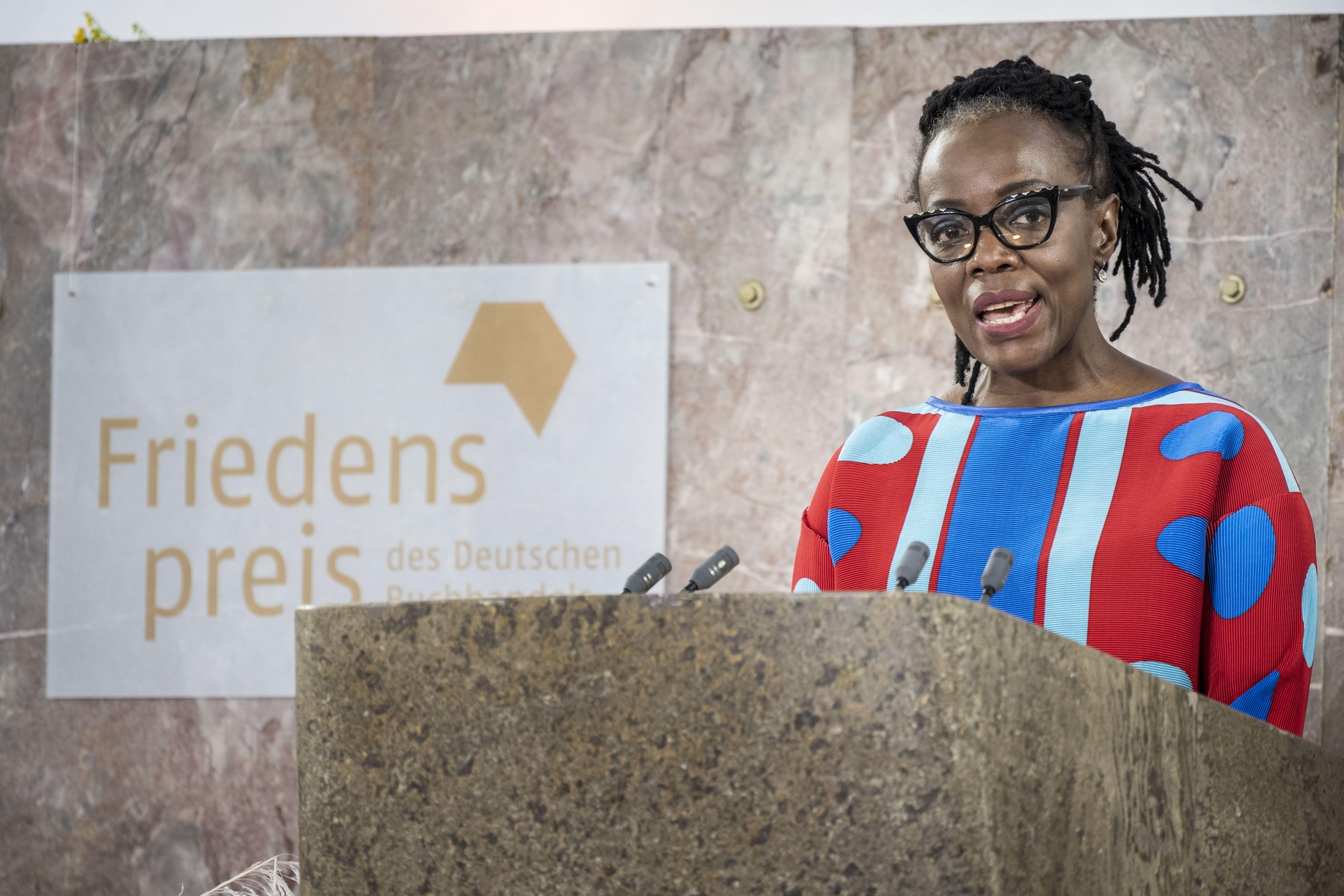 escritora zimbabuense tsitsi dangarembga gana premio aleman