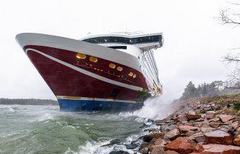 Ferry queda atascado en aguas entre Finlandia y Suecia