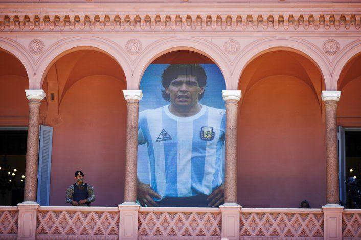 Pueblo maradoniano despide al ídolo con liturgia futbolera