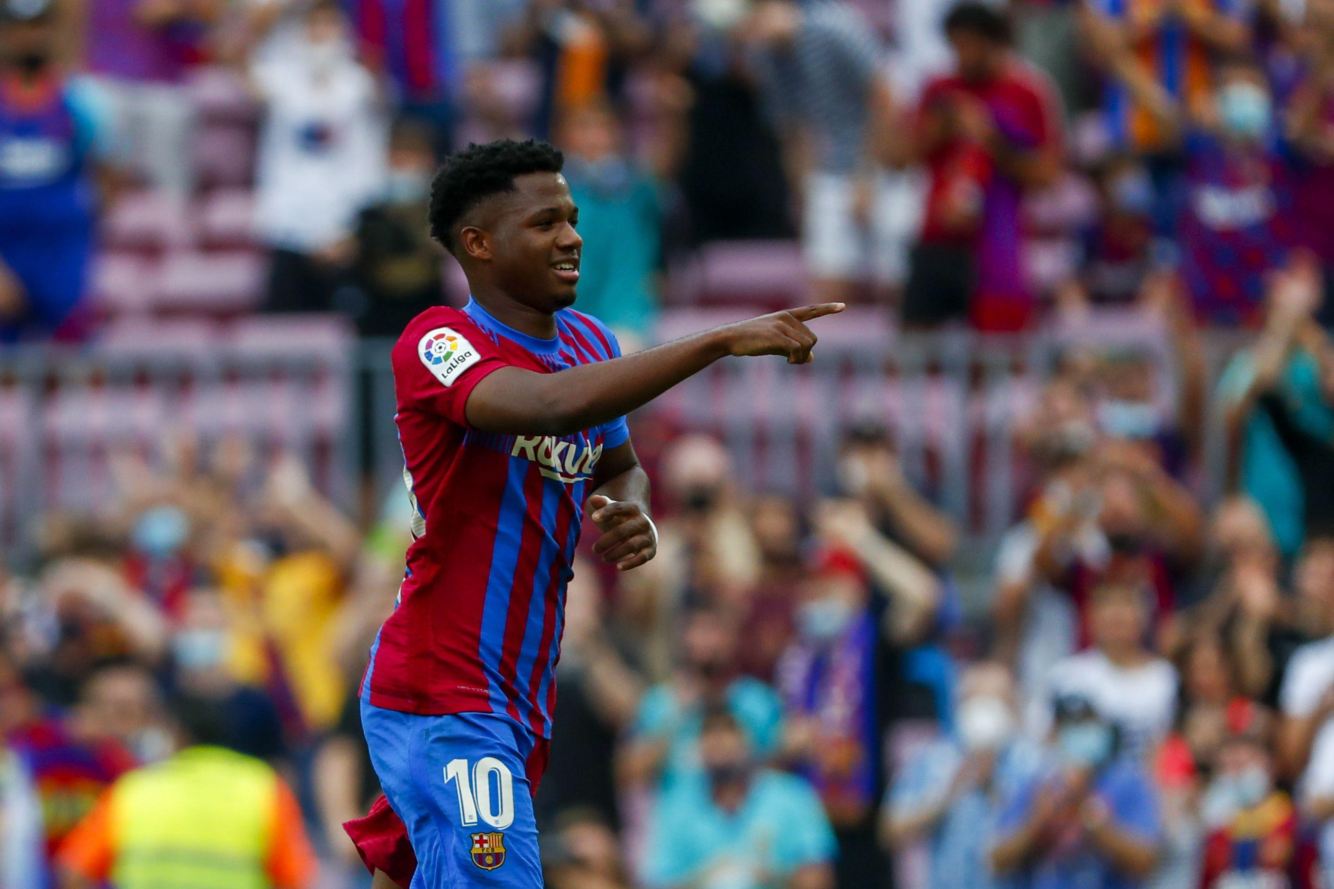 fati anota en su regreso y el barcelona golea 3-0 al levante