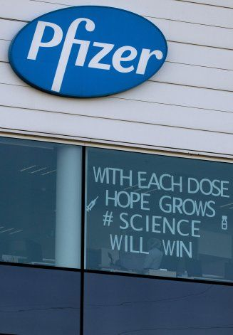 Pfizer estudia tercera dosis de vacuna, contra variantes