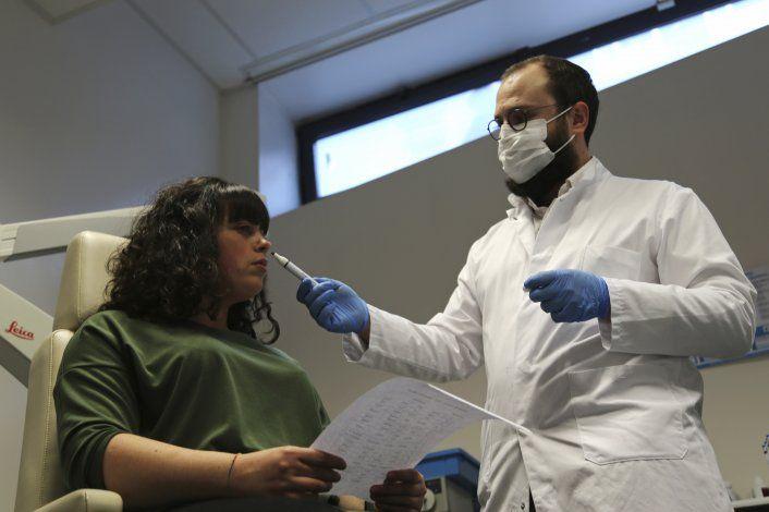 Pacientes de COVID pierden el gusto y también el olfato