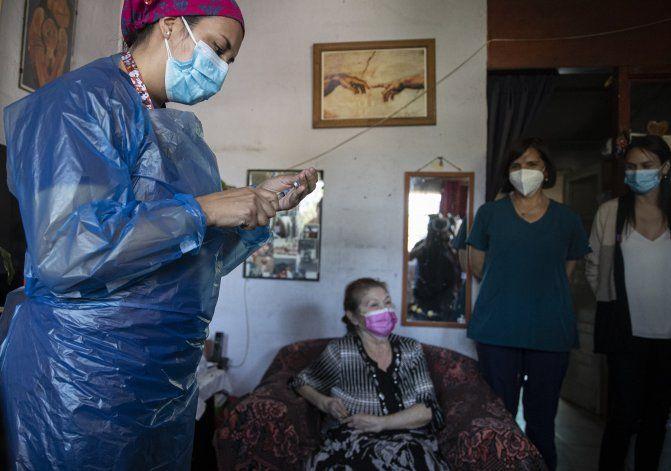 Chile: aplican segunda dosis a 3,6 millones de vacunados