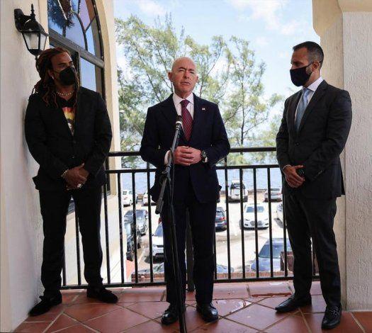 Alejandro Mayorkas se reúne en Miami con representantes cubanoamericanos