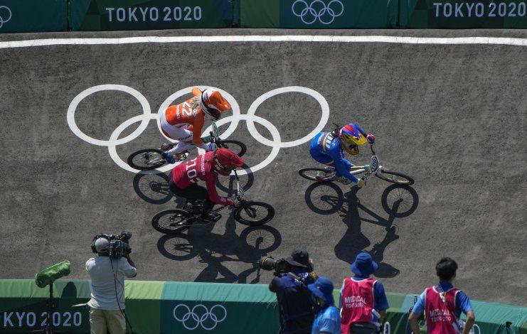 Pajón ilusiona a Colombia con un tercer oro olímpico en BMX