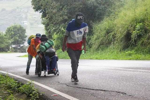 Huir de Venezuela, incluso caminando