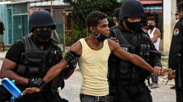 Cuba: Régimen amenaza con penas de hasta 20 años para detenidos en protestas