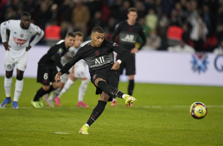 con gol agonico de mbappe, psg supera a angers