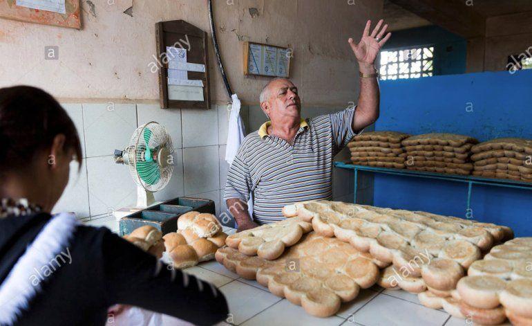Habrá menos pan por la libre debido a la escasez de harina de trigo en La Habana